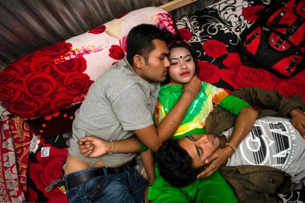 Manželství s Verou skončilo několik měsíců po narození jejich dcerky Monicy Yunus.