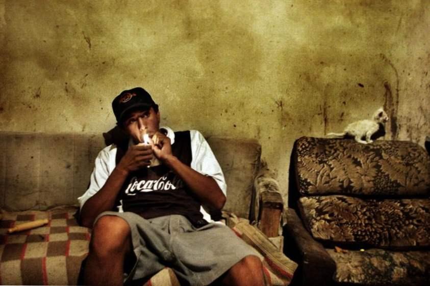 spící dívka kouření